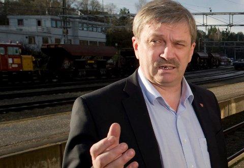 KRITISK: Kjell B. Hansen mener Ap-ledelsen må se seg selv i speilet med et kritisk blikk etter valgnedturen.
