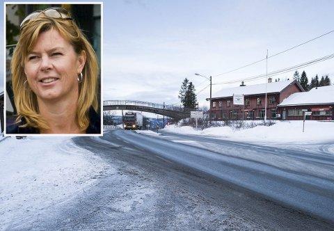 HER GÅR GRENSEN: Selv om fylkesgrensa er borte, går det fortsatt en grense på Sollihøgda for kollektivselskapene. – Vi vil jobbe for å innføre en felles pris- og betalingsmodell, sier salgs- og markedssjef Kjersti Danielsen Nordgård i Brakar