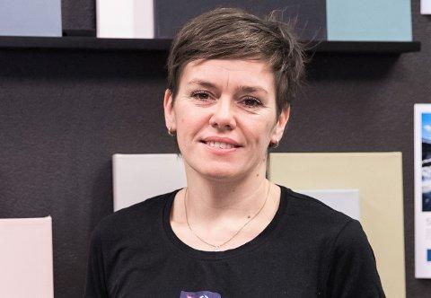 SAMLER INN: Trude Iren Bergheim samler inn penger til den brannrammede familien.