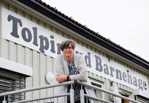 HOLDER ÅPENT: Daglig leder i Tolpinrud barnehage, Anne Guri Ulven Larsen, har foreløpig nok ansatte til å holde åpent.