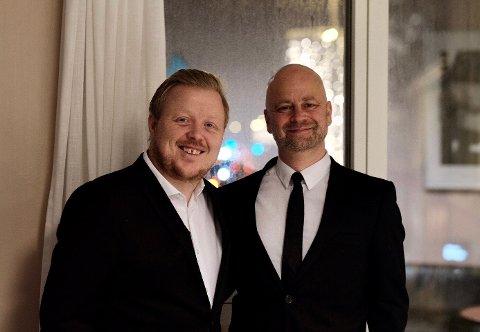 Kurt Nilsen og bandkompis Martin Windstad fra Jessheim gjør seg klar til kveldens andre julekonsert i Olavshallen i Trondheim.