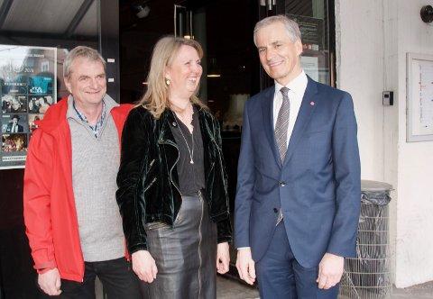 Klar til besøk i Sekkefabrikken, (f.v.) nestleder i nye Asker Arbeiderparti Vidar Mikalsen, leder Marianne Riis Rasmussen og hovedgjest Jonas Gahr Støre.