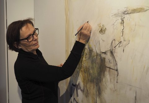 Kunstneren: Kari Elisabeth Haug stiller ut i Fossekleiva. Alle foto: Svein-Ivar Pedersen