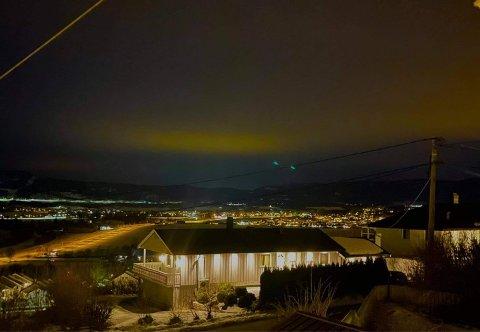FØLG MED: Fredag kveld og natt til søndag er det muligheter for å se nordlys over Sande.