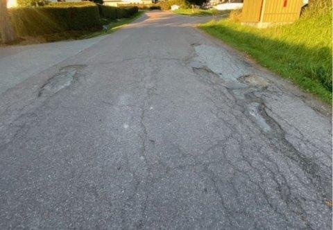 BØNNHØRT: Et brev fra en beboer i Skafjellåsen sørget for at Holmestrand kommune kom og lappet blant annet disse hullene.
