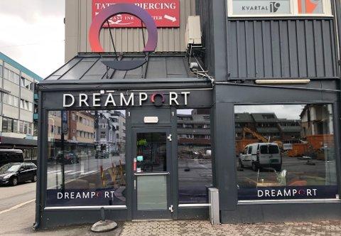 KONKURS: Opplevelsessenteret Dreamport Sandefjord AS melder fredag at de stenger dørene. Det er to år siden de startet VR-konseptet på Aagaards Plass.