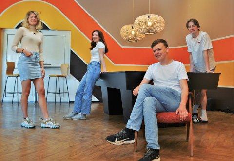 SOMMERJOBB: Matilde (21), Hedda (18), Mikkel (17) og Jonas (16) hadde jobb som sommervikarer hos Fellesverket i 2021. Oppgaven var å aktivisere ungdommer. FOTO: Marcus Røseth Isachsen