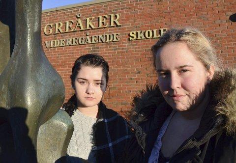 SA NEI: Elevene Julie Kjenne og Madeleine Fallang er opptatt av gratisprinsippet i den videregående skolen.