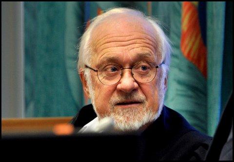 Advokat Øyvind Abrahamsen er forsvarer for den 52 år gamle forretningsmannen fra Fredrikstad, som er tiltalt for grov økonomisk utroskap og grovt skattesvik.