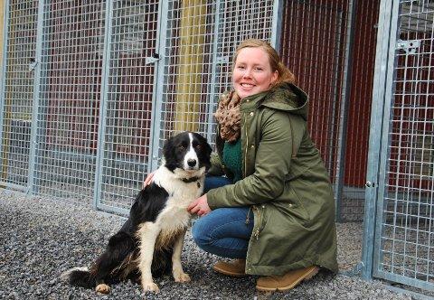 GLEDER SEG: Eline Lindemark ser frem til å åpne hundepensjonatet i juni.