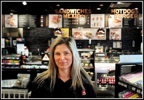 LEDER: Iwona Chelminiak er den nye daglige lederen ved Circle K-stasjonen på Alvim