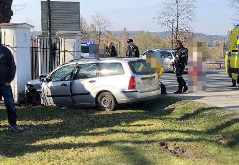 Bilen endte i gjerdet til Hafslund hovedgård, rett ved Hafslund kirke.
