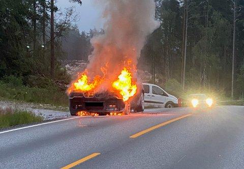 Det var en BMW som brant mandag kveld.
