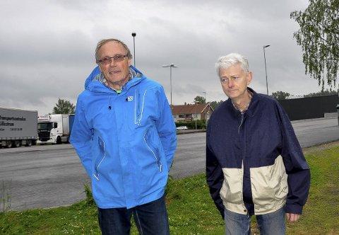 Mye støtte: Foreldrene takker spesielt             arkitekt Steinar Wiig og Høyre-politikere Christan Granli for støtten. Nå godtar de at tomta i Skoleveien blir barnas fremtidige hjem.