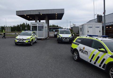 Kommunen merker at køene har blitt lengre på Ørje-grensa. De frykter kaos hvis flere kjører på E18.