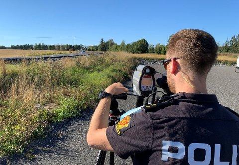 UP stilte med fire mann og laser under ettermiddagens kontroll på Rakkestadveien ved Sulerud