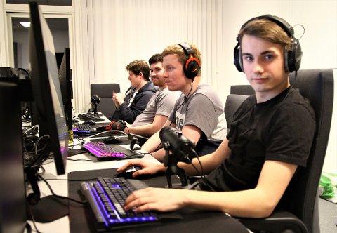 ÅRDAL E-SPORT: Stian Laberg er ein av mange medlemmer i den ny-etablerte klubben Årdal e-sport.