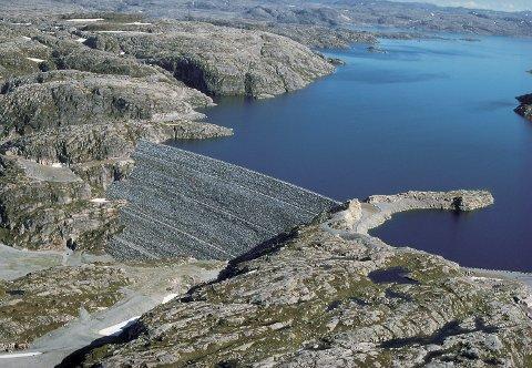 BOMVEG: Vegen til Blåsjø er stengd med bom på Venaheia, eit stykke frå Oddatjørndammen. NVE vil framleis ha restriksjonar på ferdsla på vegen med omsyn til villreinen i området.