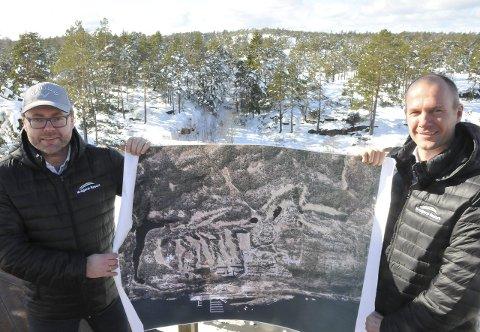 Ny storsatsing: Resort Invest AS her ved Frode Ellefsen (t.v.) og Jørre Kjemperud vil bygge 70 fritidsleiligheter, golfbilvei, flere småbåtplasser, to fotballbaner og garderobebygg.