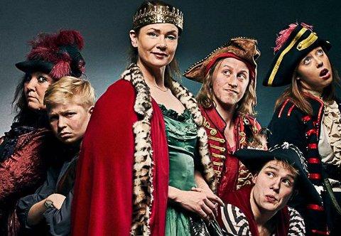 DRONNINGMAMMA: Eva Sogn spiller Dronningmamma i sommerens utgave av Piratbukta.