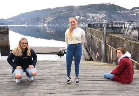 ØNSKER FORSLAG: Ungdomsrådet i Notodden, her representert ved Guro Støa, Ane Amalie Elvethon og Conrad Adelsten Hartvedt håper å få gode tips til hvem som bør få Ungdomsprisen for 2020.
