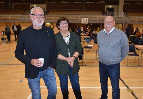 Rådmann i Heim, Torger Aarvaag (til venstre), tror folk spesielt har blitt påvirket av restriksjonene innen aktivitet og idrett. Her står han sammen med økonomisjef Inger Johanne Lillemyr Steinveg og ordfører Odd Jarle Svanem.