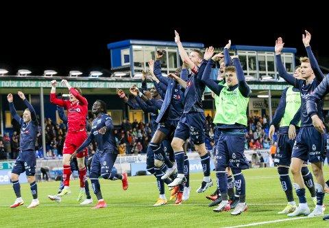 En historisk kveld: KBK-gutta kunne juble etter seieren mot Rosenborg søndag. KBK er tilbake på tredjeplass på tabellen når ni kamper gjenstår å spille i Eliteserien. Foto: NTB