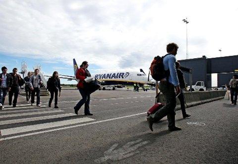 Flypassasjeravgiften som skal innføres fra 1. juni, har fått Ryanair til å si opp baseavtalen med Rygge fra 1. november. (Arkivfoto: Terje Holm)