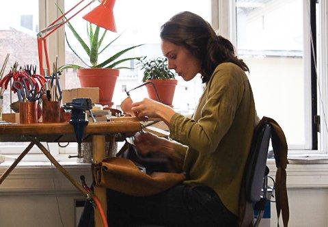 OSLO: Fra sitt atelier i Oslo skaper andrea små kunstverk.