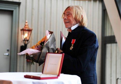 Her står han, ridder Jahn Teigen. Foto: Harald Strømnæs