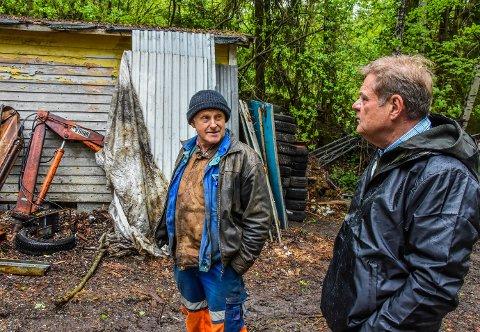 PÅ BEFARING: Her er Vidar Andersen og kommunalsjef Jan Eide under en befaring tidligere i år.