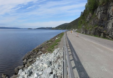STENGER E6: Mandag starter arbeidet med å utbedre E6 ved Snåsavatnet etter raset i januar. Omkjøring blir via fylkesvei 17.