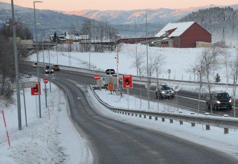STILLE PÅ VEIENE: Langs riksvei 4 gikk trafikken rolig mandag morgen.