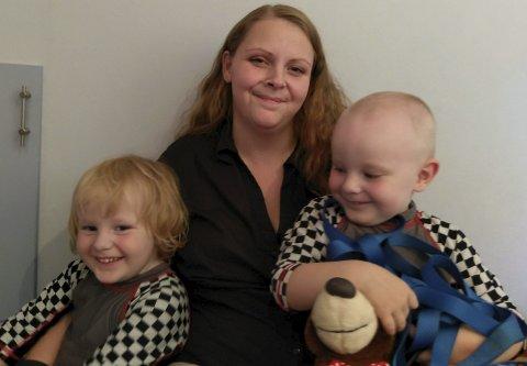 Irritert: – Vi skal ikke bli behandlet på denne måten, sier Christine Dyrseth. Her sammen med barna Simen og Bjørn.Foto: Ole Jonny Johansen