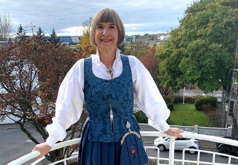 Ulike kleskoder: Som ambassadør i Iran, måtte Aud Lise Norheim dekke det meste av hud og hår. - Det gjør noe med deg, sier den tidligere nesoddingen. På bildet er hun pyntet i vakker bunad til mottakelsen da hun ble ambassadør til Island 2. september i år.