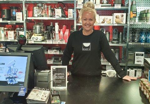"""Skifter bransje:  Rebecca Heitmann Løvstad fra Drøbak går fra  jobb som butikksjef for G-Sport på Ryen til """"kjøkkensjef"""" i ny butikk på Drøbak City."""