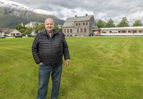 Stoppeffekt: Geir Arne Lockert på Sunndalsøra ønsker seg et sted som gjør at turister stopper og legger igjen penger. En ting han ser for seg er ferskvannsakvarium, og den kan kanskje plasseres på plassen ved gamle Øra skole.