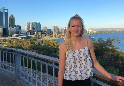 TROSSER ANBEFALING: Pia Såghus Winterkjær er student i Perth dette semesteret. Til tross for anbefalingen om å reise hjem, velger 23-åringen fra Gjerstad å bli værende i Australia.