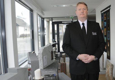 Mener trend vil øke: Daglig leder Morten Ringvall i Alstad Begravelsesbyrå mener at stadig flere vil velge kremasjon og livssynsåpne seremonier.Foto: Hanna Lisa Skau