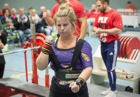 Anna Dorthea Espevik vant med 153 kilo i helgens NM benkpress i Stavanger. Det er uoffisiell verdensrekord, seks kilo over den stående rekorden, som Odin-løfteren har selv. arkivfoto: vidar langeland