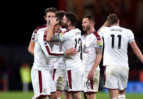 Burnley og Robbie Brady (midten) jubler etter 1-0-seieren på bortebane mot Bournemouth forrige helg.
