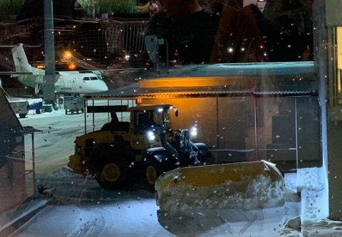 Flere flyavganger til Bergen ble påvirket av snøfallet i Oslo.