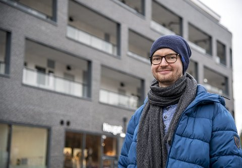 David Kristian Berg bor i toppetasjen på «danskebåten». – Det er fint. Her har jeg nærhet til alt, sier han.