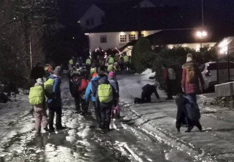 Slik så det ut i Råtræet da elevene var på vei til Skeie skole torsdag morgen.
