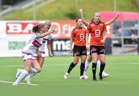 Diamant: Litt uslepen, men Signe Gaupset skinte allerede i sin første seniorkamp og scoret i sin debut for Sandviken i cupkampen mot Åsane. FOTO: Odd Løvset, Hordalandsfotball.