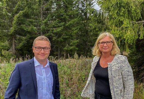 TILTRENGTE ARBEIDSPLASSER: – For Viken Høyre er det viktig å sikre natur- og friluftsinteresser, samtidig som vi skaper arbeidsplasser lokalt, sier Jonas Nikolaisen og Lise Hagen Rebbestad.