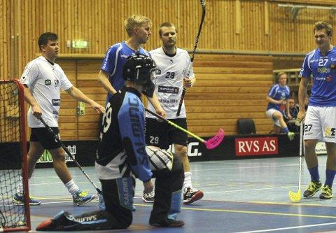 TUNGT: Mathias Warem Soini, Fredrik Ullern og Didrik Grøstad kunne gått til sluttspillet med seier mot Greåker, men tapte til slutt 16-5 for østfoldingene. Her fra kampen mot Gjelleråsen tidligere i sesongen. (FOTO: JERMUND BERG)