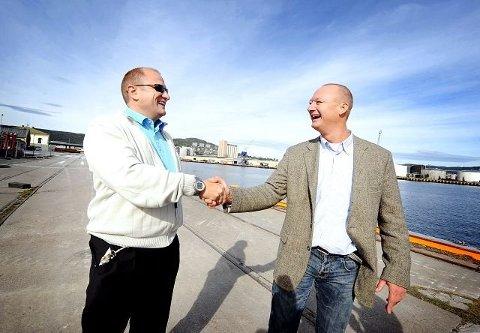 VELKOMMEN HJEM. Stein Foss og Oceansaver ble ønsket velkommen tilbake til  Drammen av næringslivsforeningens Hans Petter Tonum i 2009.