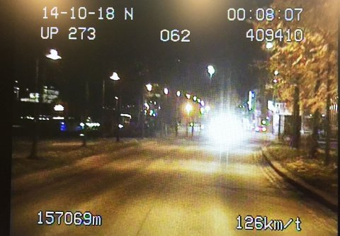 Politiet betegner kjøringen som skjedde mens det var full fest i byen 10 minutter som livsfarlig.