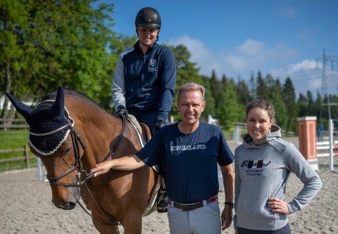 FAMILIEFEIDE: Pappa Geir Gulliksen (i midten) kjemper med sønnen Johan Sebastian (t.v.) og datteren Victoria om Norges ene OL-plass i sprangridning.